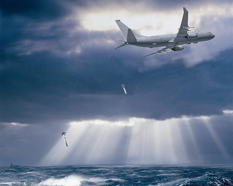 Un avion de la marine américaine qui lançant des bouées acoustiques. Ces bouées enregistrent les sons sous-marins et les diffusent par radio, et l'avion qui les survole est en mesure de réceptionner ces enregistrements.