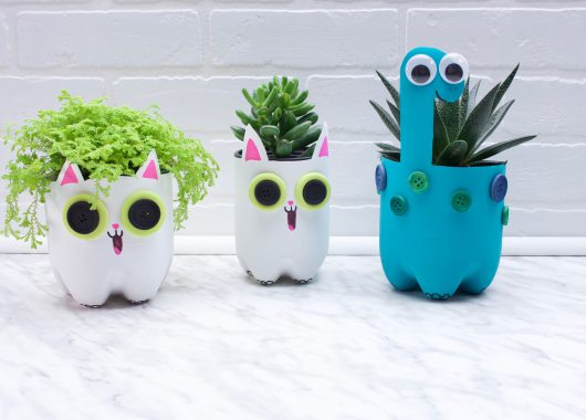Super Simple Plastic Planters
